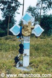 Croix funéraire au bord de la route (Equateur)